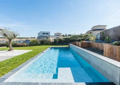 piscine avec mur béton