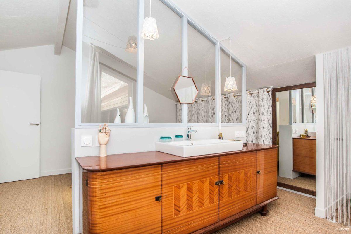 salle de bains dans chambre